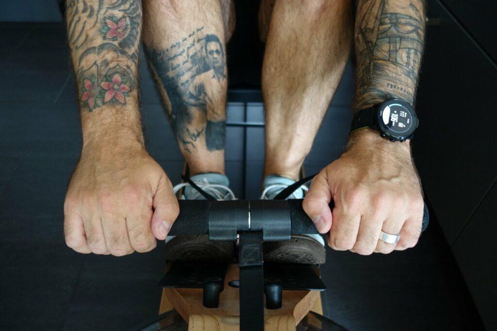 Für Fitness in den eigenen vier Wänden eignet sich z.B. ein Rudergerät