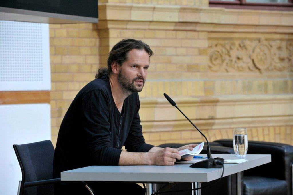 Arne Ulbricht bei einer Lesung