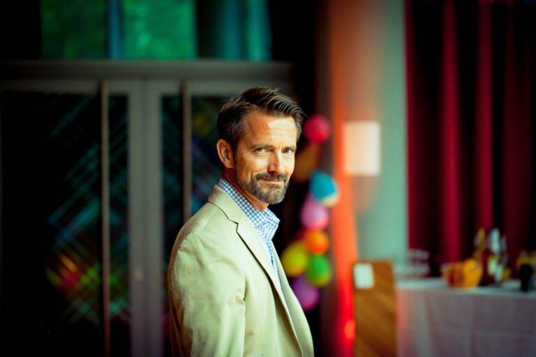 Nie zu alt, um Neues zu probieren: Helge Lütters (53) nutzt Social Media für Jobsuche