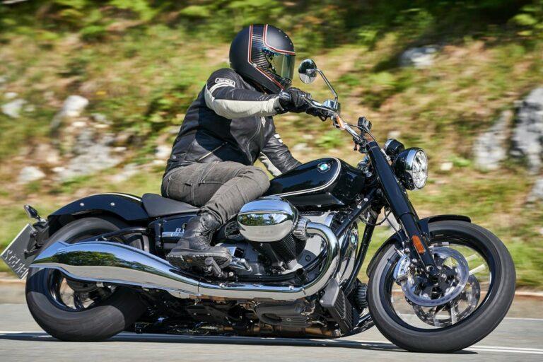 50plus mit Motorrad: Helm auf und ab dafür…