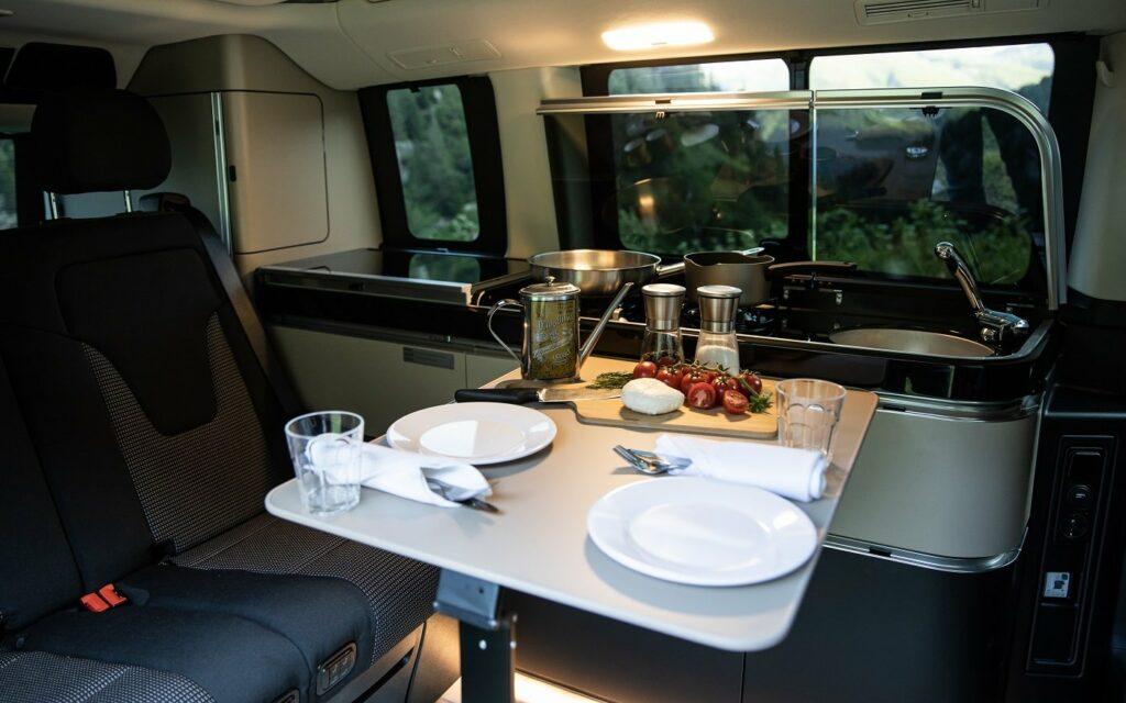 Frühstück für Zwei - viel Platz im Marco Polo von Mercedes