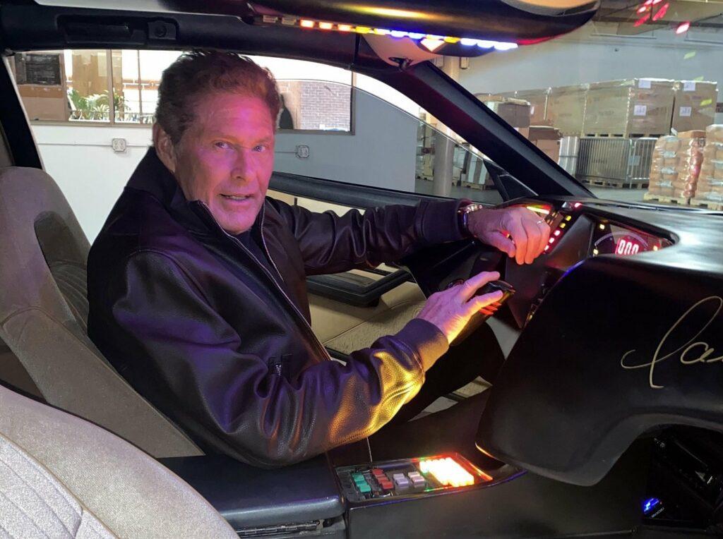 David Hasselhoff in K.I.T.T., dem Kultauto aus Knight Rider