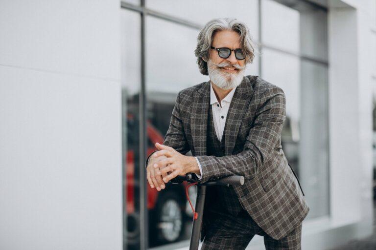 Fashion für Männer über 50 – trist oder trendy?