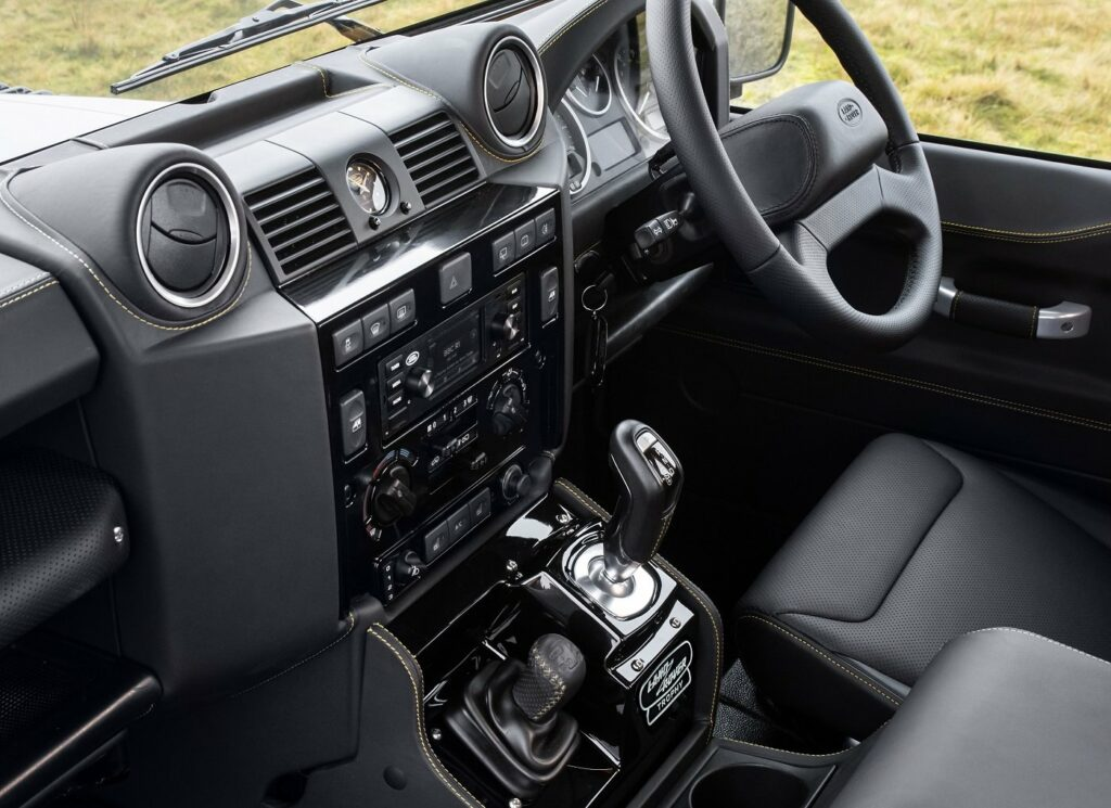 Interieur vom Defender Works V8 Trophy