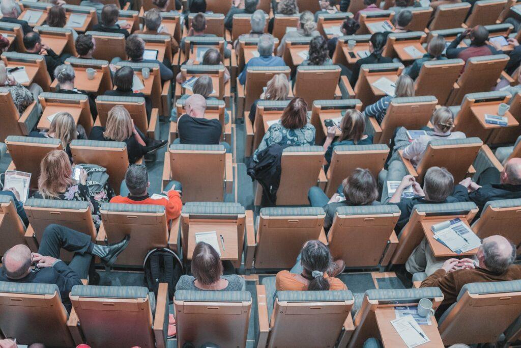 Studieren im Alter heißt auch Schulbank drücken