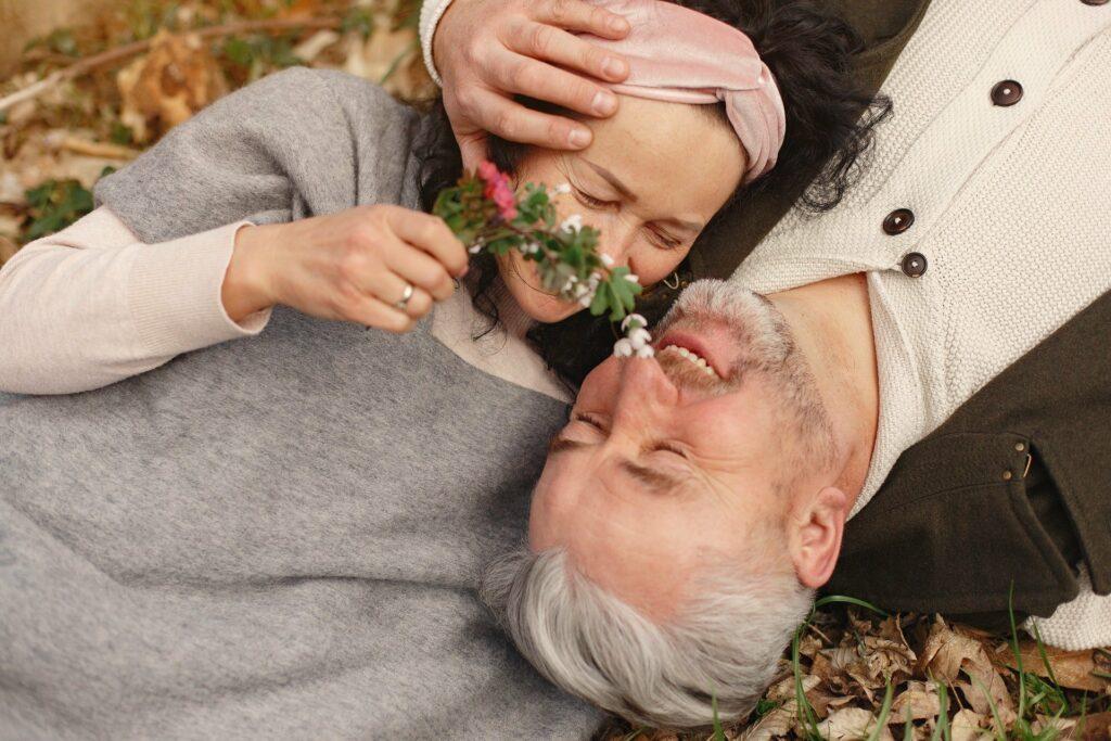 Dating über 50 erfordert beim Flirten ein paar Kniffe