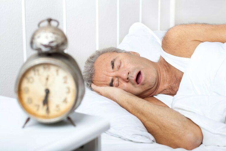 Pack die Säge ein – 6 wirksame Tipps gegen Schnarchen