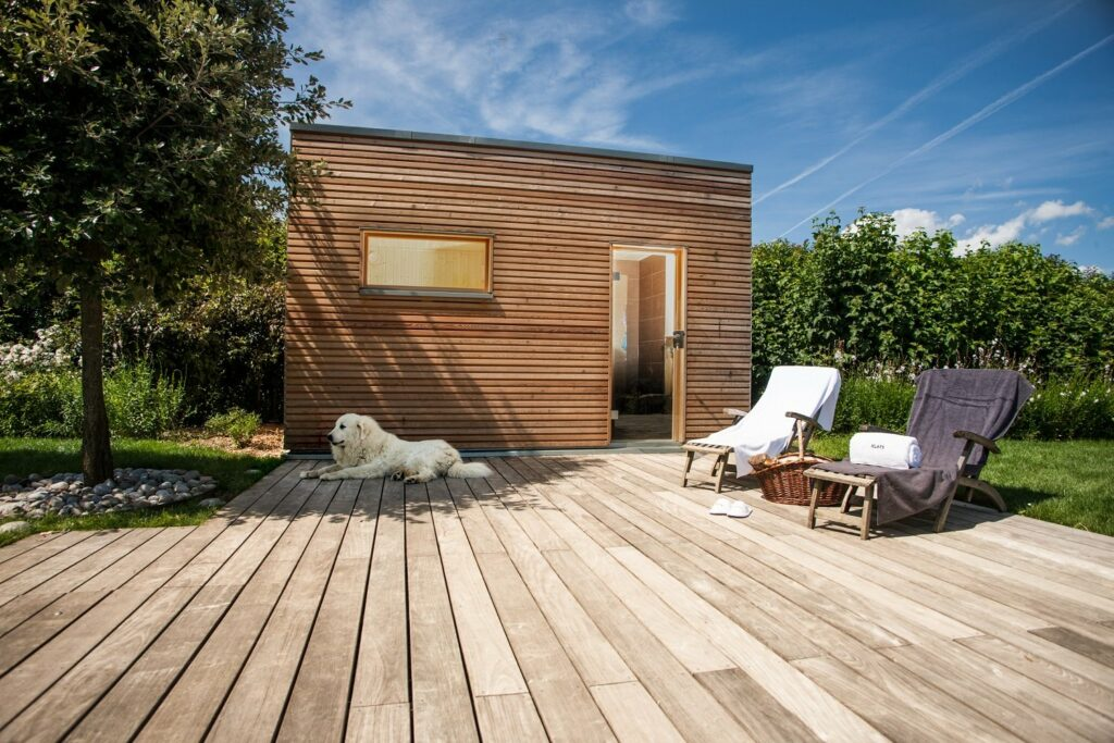 Für die Sauna im Sommer eignet sich auch die Außensauna im Garten