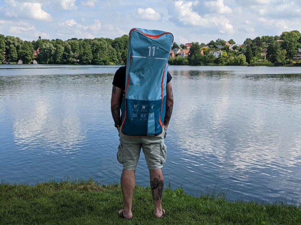 Alles in der Tasche - ein Stand Up Paddle Board mit Pumpe und Paddel