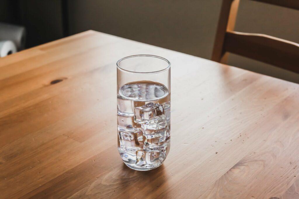 Wasser trinken zum Essen - na klar