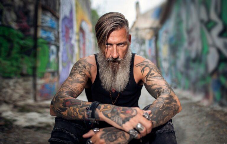 Männer mit Tattoo im Alter – cool oder uncool?