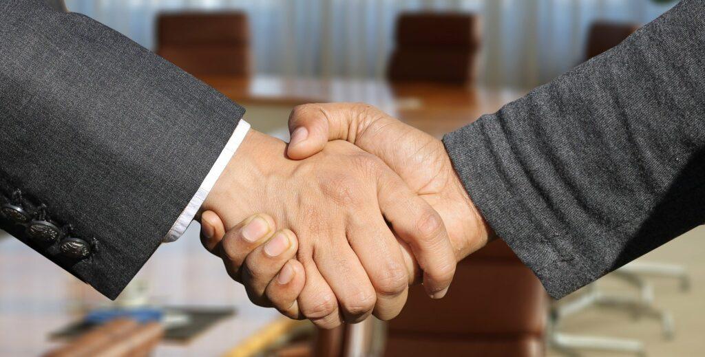 shaking hands 3091906 1920