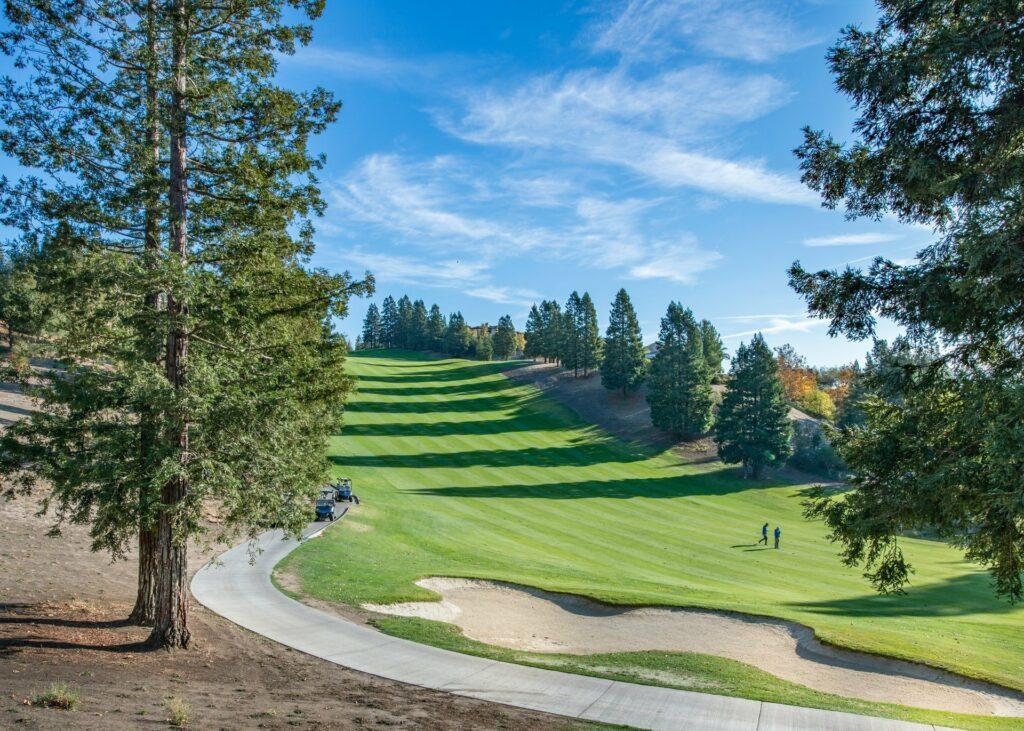 Bei einer Runde Golf ist man gut 4 Stunden an der frischen Luft